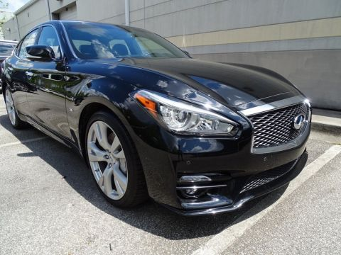 Certified Pre-Owned 2018 INFINITI Q70 5.6